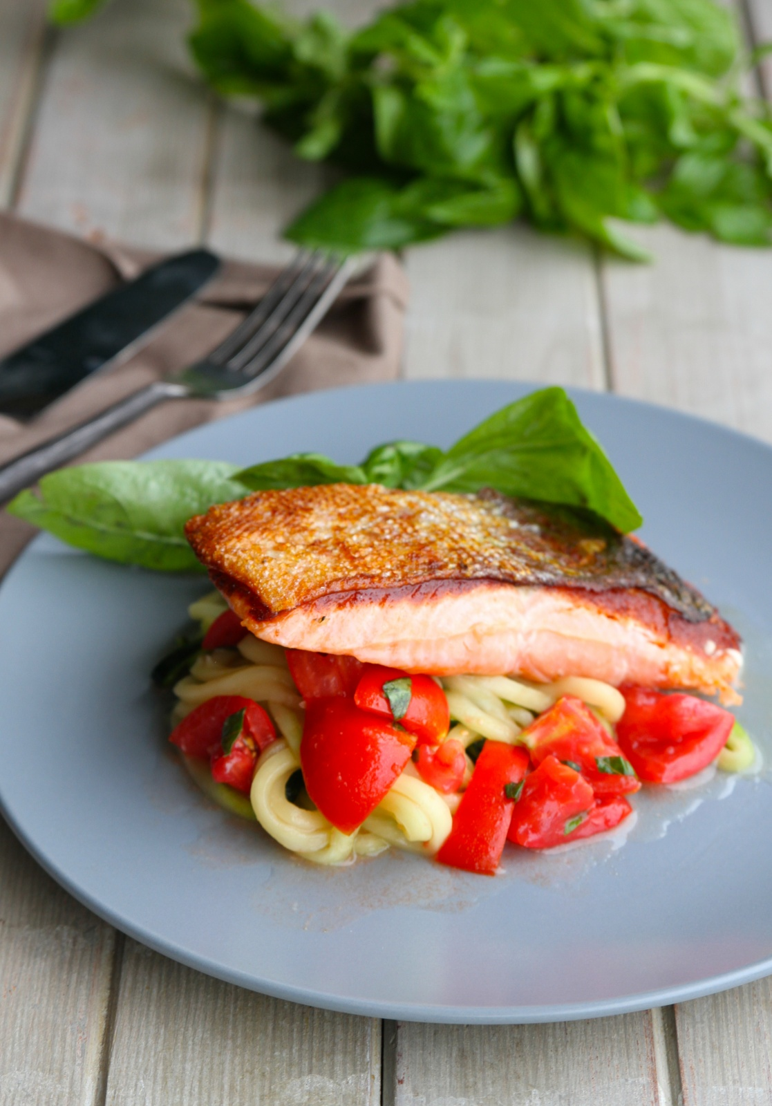 meet salmon singles Flavourful fish is easy with bbq salmon recipes that lead you to great grilled catches any day easy does it with foil-pack salmon recipes that clean up in a jiffy.