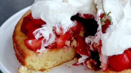 Easy Giant Strawberry Shortcake